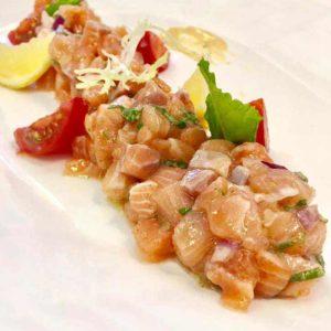 Tartare de saumon au basilic